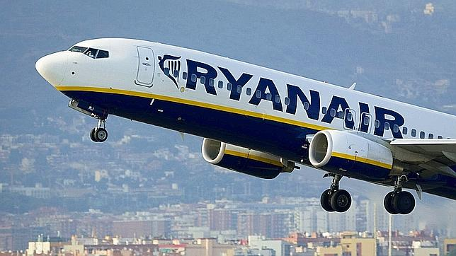 An airplane of the Irish low-cost airline Ryanair takes off from Barcelona's airport on September 01, 2010. Irish low-cost airline Ryanair said it had overtaken Spanish flag carrier Iberia as the largest airline in Spain in terms of the number of passengers carried. The company quoted official statistics from Spain's airport authority AENA showing that Ryanair in July transported 2.98 million passengers to or from  Spain, compared to 2.77 million for Iberia. AFP PHOTO / JOSEP LAGO     TELETIPOS_CORREO:FIN,FIN,%%%,%%%